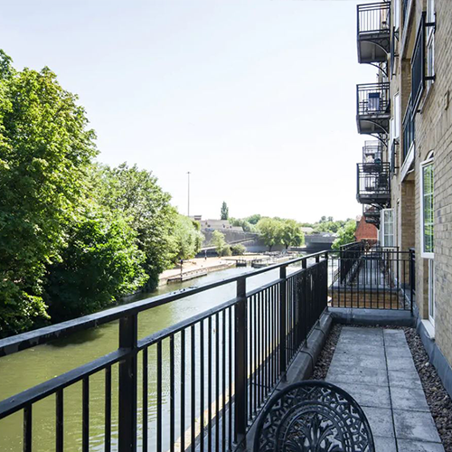 Kennet Riverside Apartment